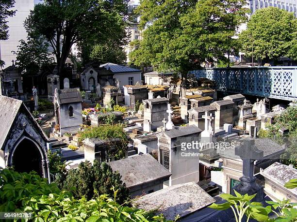 romantic, old cemetery in montmartre, paris - rest in peace stock pictures, royalty-free photos & images