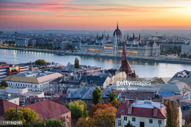romantic sunrise over budapest landmarks and danube river - ブダペスト ストックフォトと画像