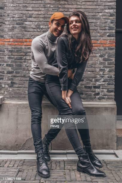 casal jovem romântico apaixonado - bota - fotografias e filmes do acervo