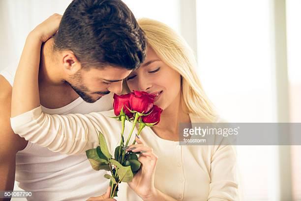 Pareja joven romántica