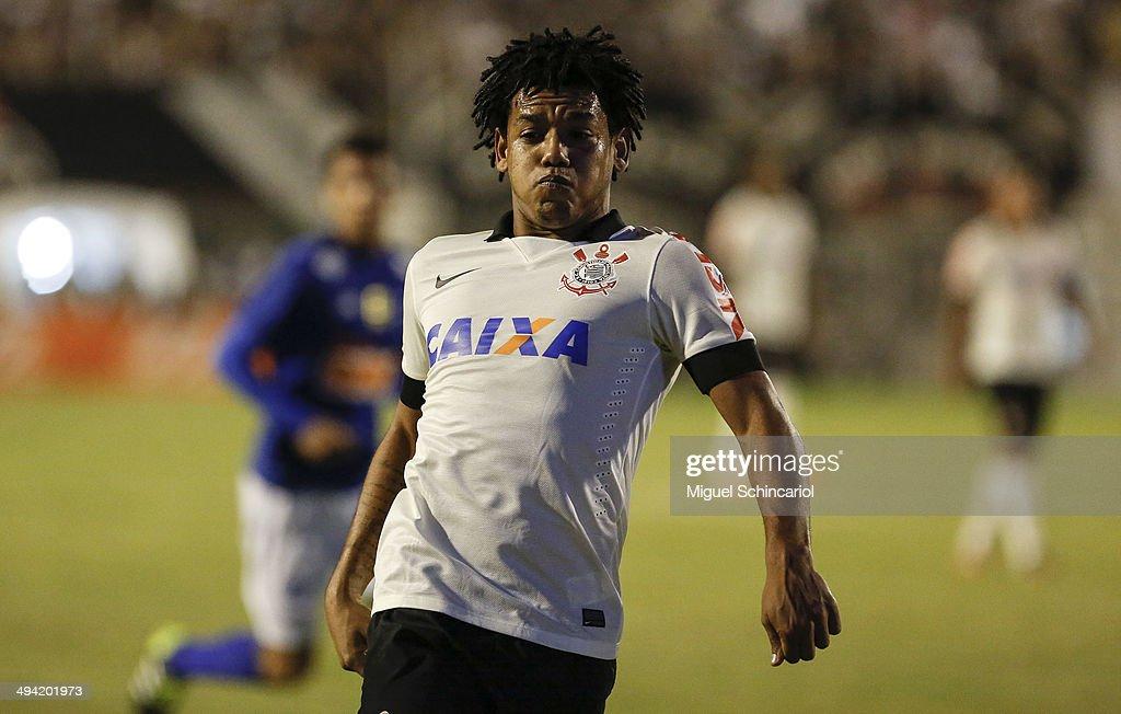 Corinthians v Cruzeiro - Brasileirao Series A 2014