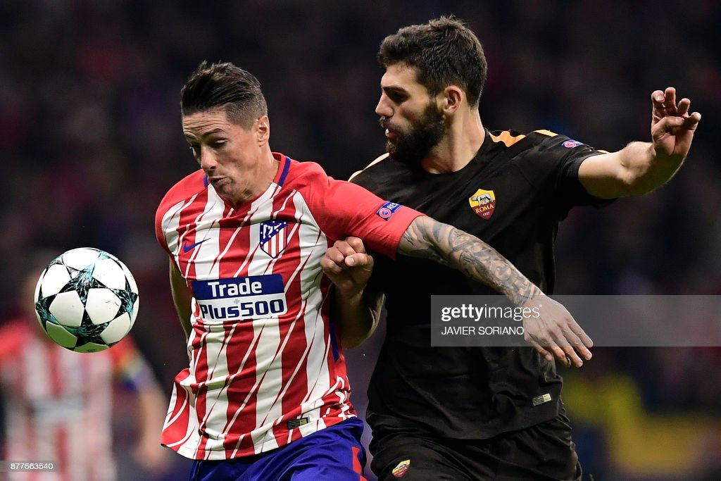 Roma's Argentinian defender Federico Fazio (R) challenges Atletico Madrid's Spanish forward Fernando Torres during the UEFA Champions League group C football match between Atletico Madrid and AS Roma at the Wanda Metropolitan Stadium in Madrid on November 22, 2017. /