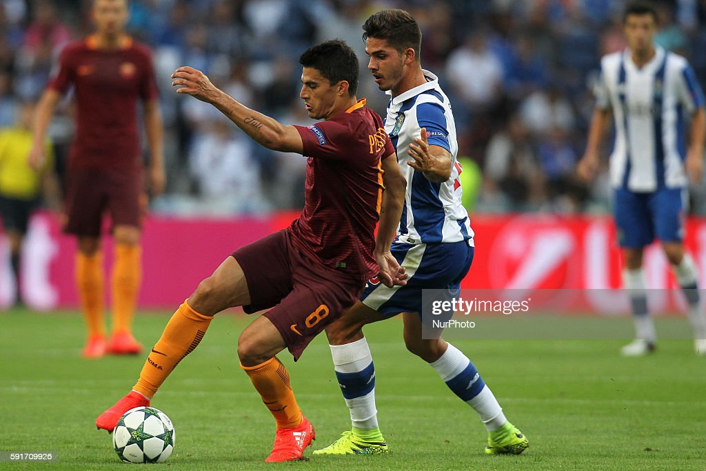 Roma's Argentinian forward Diego Perotti (L) with Porto's Portuguese forward Andre Silva (R) in action during the UEFA Champions League match between FC Porto and AS Roma, at Dragao Stadium in Porto on August 17, 2016.