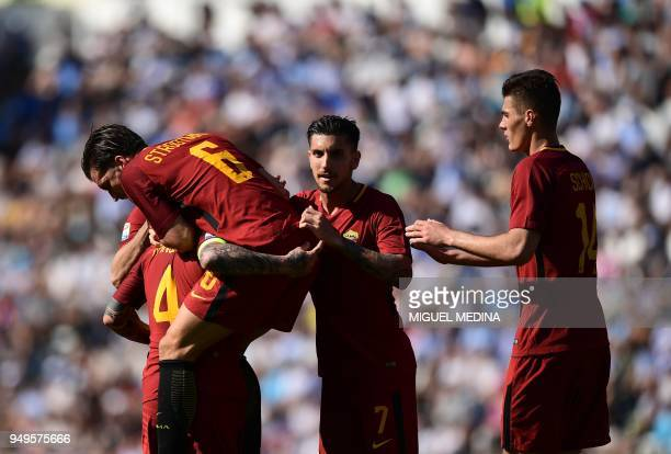 Roma's Belgian midfielder Radja Nainggolan celebrates with teammates after scoring a goal during the Italian Serie A football match betweel SPAL and...