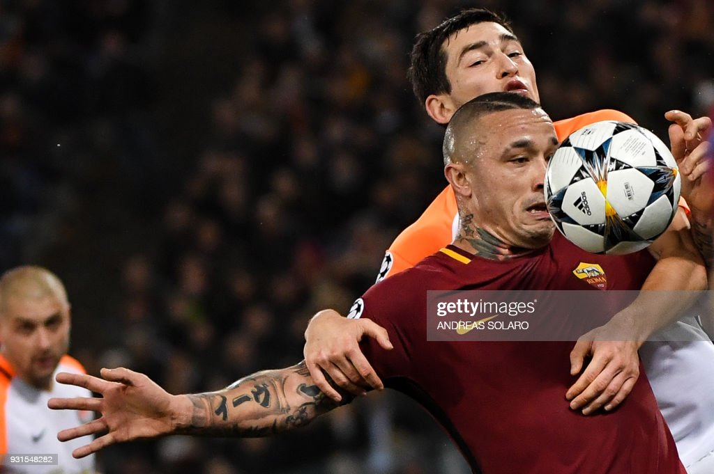 Roma's Belgian midfielder Radja Nainggolan (R red) fights for the ball with Shakhtar Donetsk's Ukrainian midfielder Taras Stepanenko during the UEFA Champions League round of 16 second leg football match AS Roma vs Shakhtar Donetsk on March 13, 2018 at the Olympic stadium in Rome. / AFP PHOTO / Andreas SOLARO