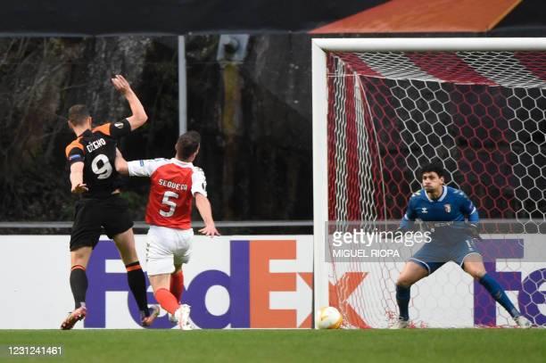 Roma's Bosnian forward Edin Dzeko scores the opening goal during the UEFA Europa League round of 32 first leg football match between SC Braga and...