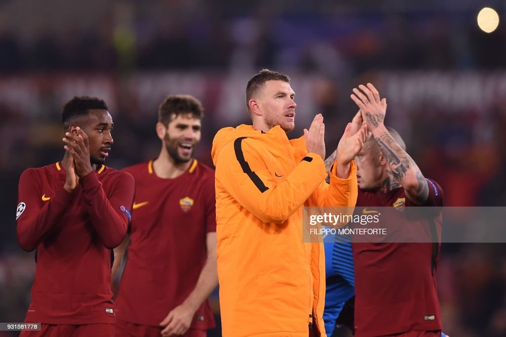 Roma's Bosnian striker Edin Dzeko (3rdL) celebrates with teammates afer winning 1-0 the UEFA Champions League round of 16 second leg football match AS Roma vs Shakhtar Donetsk on March 13, 2018 at the Olympic stadium in Rome. Roma reached the Champions League quarter-finals for the first time in 10 years as Edin Dzeko edged them past Shakhtar Donetsk 1-0 at the Stadio Olimpico on Tuesday for an away goals victory. / AFP PHOTO / Filippo MONTEFORTE