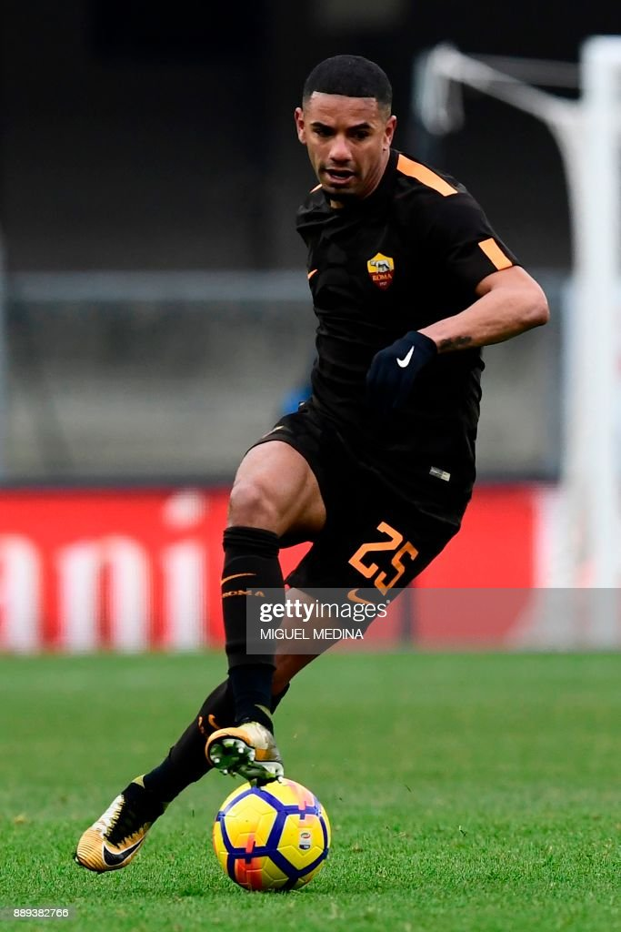 Roma's Brazilian defender Bruno da Silva Peres controls the ball during the Italian Serie A football match between AC Chievo and AS Roma at the Bentegodi stadium in Verona on December 10, 2017. /