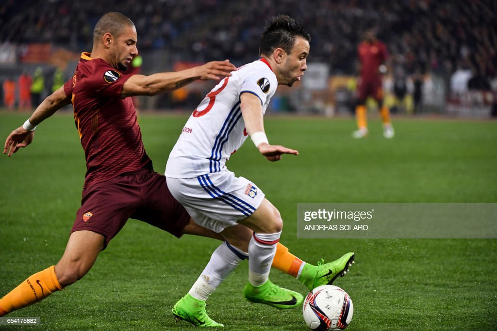 AS Roma's Brazilian defender Juan Jesus (L) vies with Lyon's French midfielder Mathieu Valbuena during the UEFA Europa League match AS Roma versus Lyon at the Olympic stadium in Rome on March 16, 2017. /