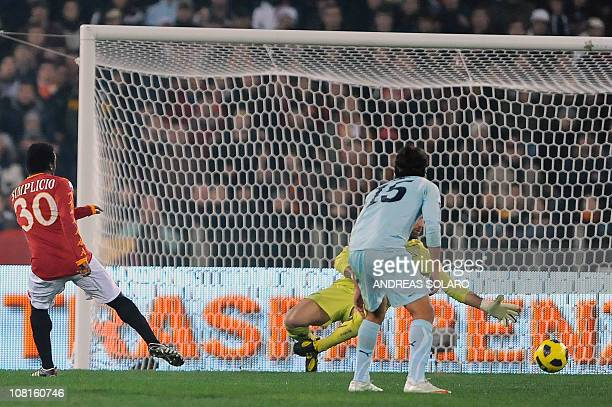 Roma's Brazilian midfielder Simplicio shoots and scores against Lazio during their Italian Tim Cup football match on January 19, 2011 at Rome's...