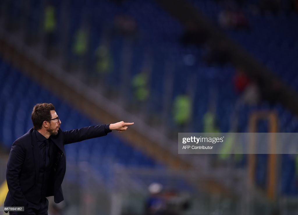 Roma's coach Eusebio Di Francesco gestures during the Italian Serie A football match Roma vs Bologna on October 28, 2017 at the Olympic Stadium in Rome. /