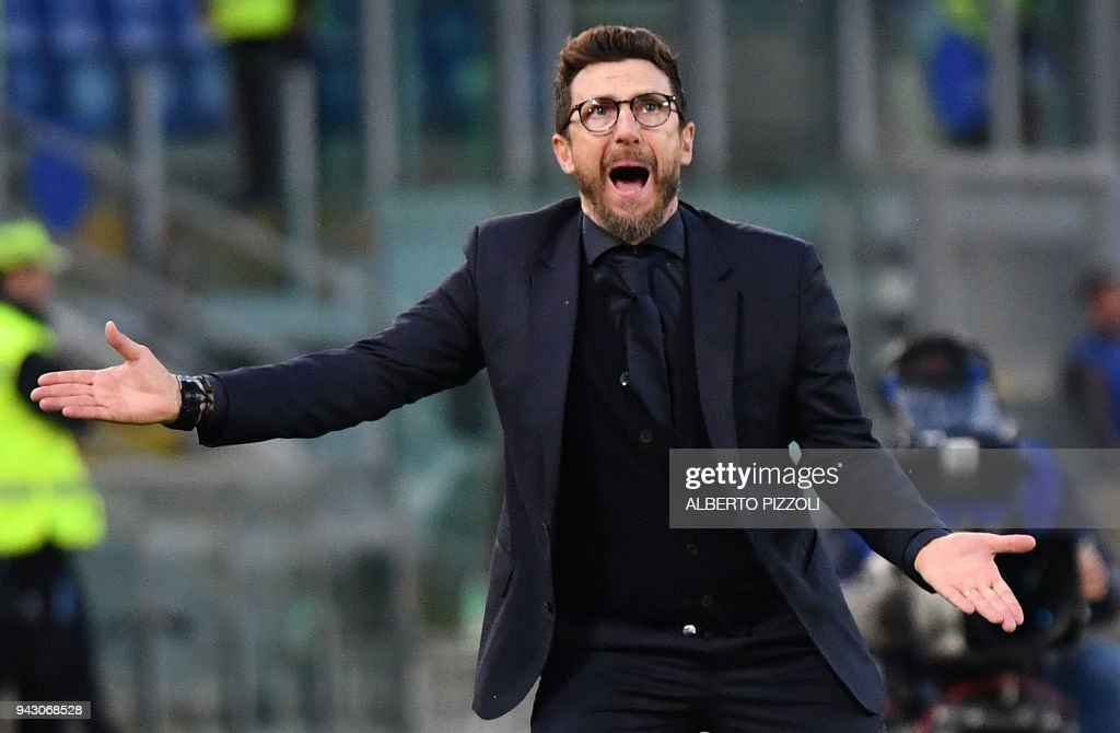 Roma's coach Eusebio Di Francesco reacts during the Italian Serie A football match AS Roma vs Fiorentina on April 7, 2018 at the Olympic stadium in Rome. /