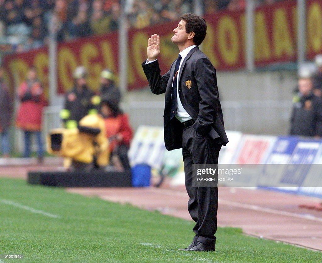 AS Roma's coach Fabio Capello gives directives to : Foto di attualità