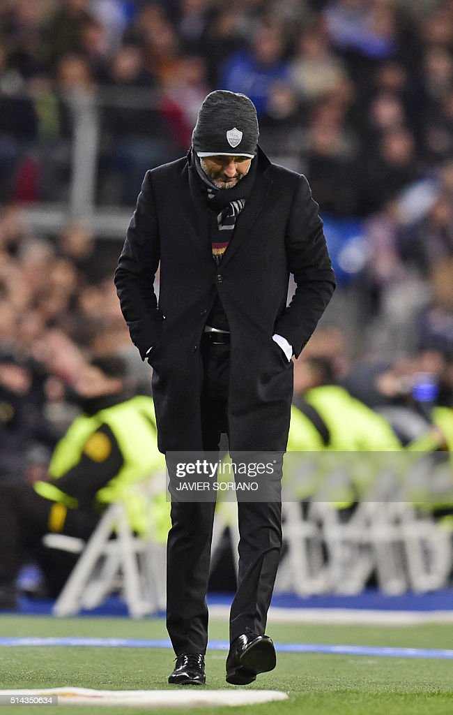 Roma's coach Luciano Spalletti stands during the UEFA Champions League round of 16, second leg football match Real Madrid FC vs AS Roma at the Santiago Bernabeu stadium in Madrid on March 8, 2016. / AFP / JAVIER