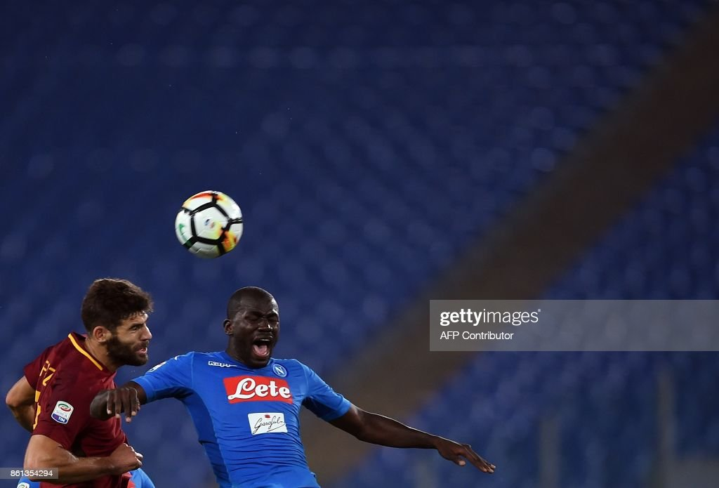 Roma's defender from Argentina Federico Fazio (L) vies with Napoli's Senegalese defender Kalidou Koulibaly during the Italian Serie A football match Roma vs Napoli at the Olympic Stadium in Rome on October 14, 2017. /