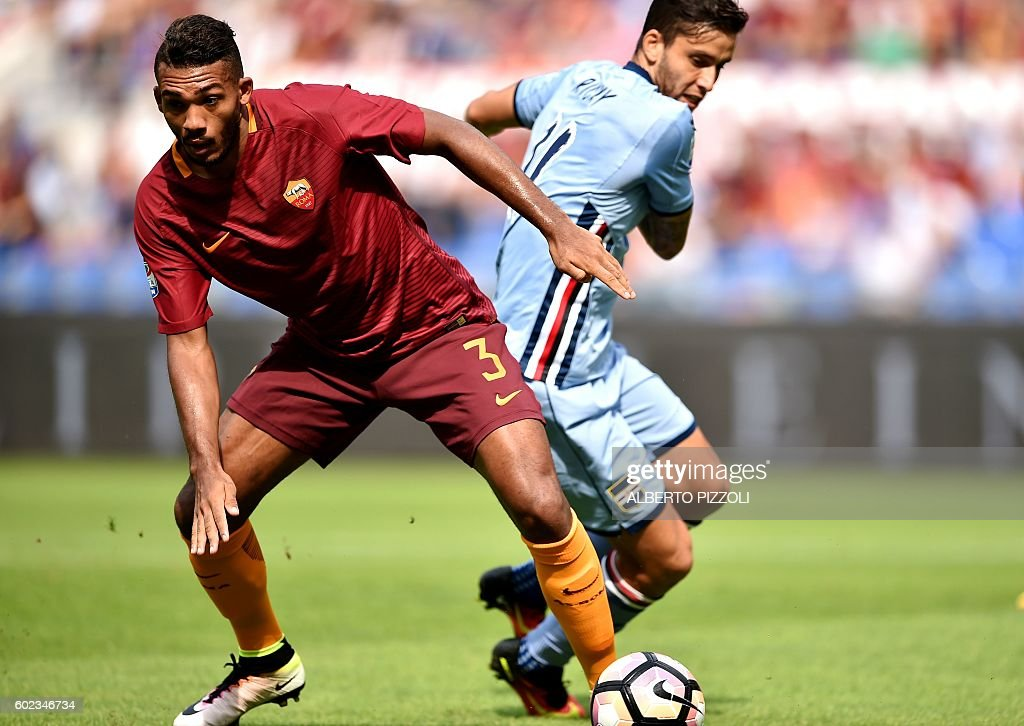 AS Roma's defender from Brazil Juan Jesus (L) fights for the ball with Sampdoria's midfielder from Argentina Ricardo Gabriel Alvarez during the Italian Serie A football match between As Roma and Sampdoria on September 11, 2016 at Olympic stadium in Rome. / AFP / ALBERTO