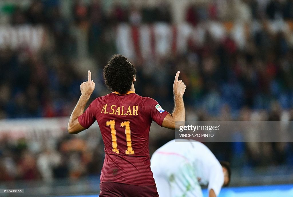 AS Roma's Egyptian forward Mohamed Salah celebrates after scoring against Palermo during their Serie A football match AS Roma vs Palermo at the Olympic stadium in Rome on October 23, 2016. / AFP / VINCENZO