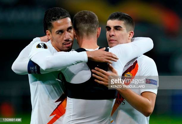 AS Roma's English defender Chris Smalling celebrates with his teammates at the end of the UEFA Europa League round of 32 second leg football match...