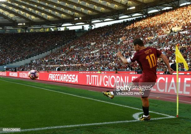 AS Roma's forward and captain Francesco Totti kicks a corner during the Italian Serie A football match AS Roma vs Genoa on May 28 2017 at the Olympic...
