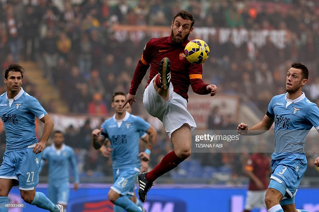 FBL-ITA-SERIE A-AS ROMA-LAZIO : News Photo