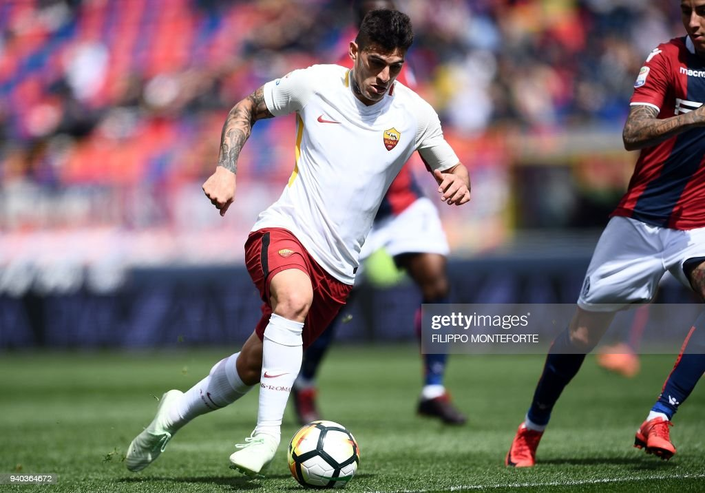 Roma's forward Diego Perotti controls the ball during the Italian Serie A football match Bologna vs AS Roma at the Renato D'all'Ara Stadium in Bologna, on March 31, 2018 /