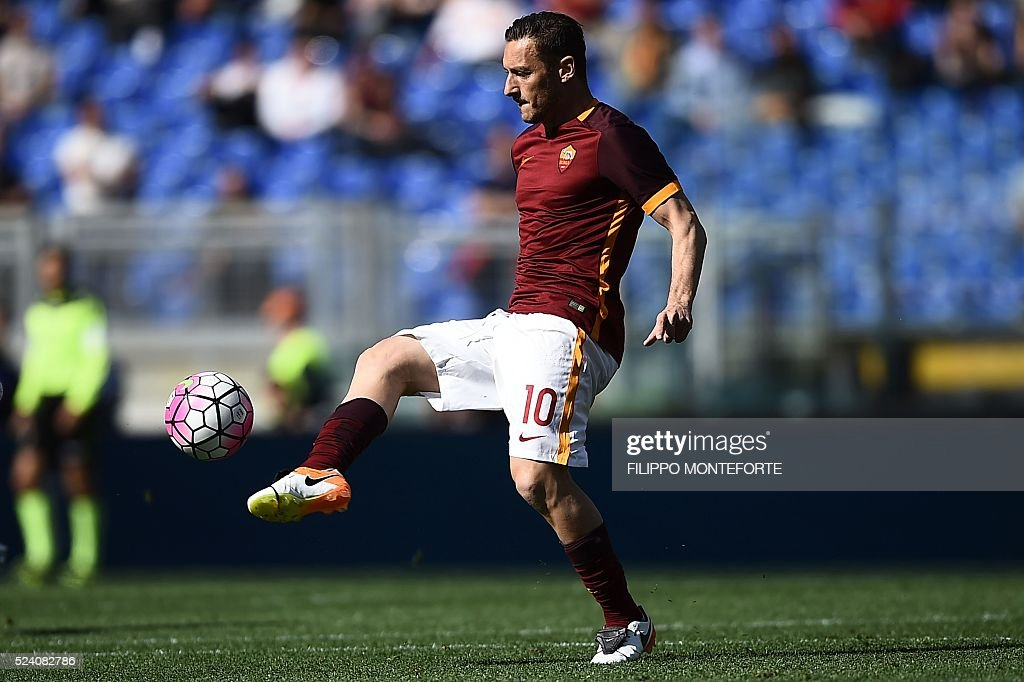 Roma's forward Francesco Totti controls the ball during the Italian Serie A football match AS Roma vs Napoli on April 25, 2016 at the Olympic Stadium in Rome.