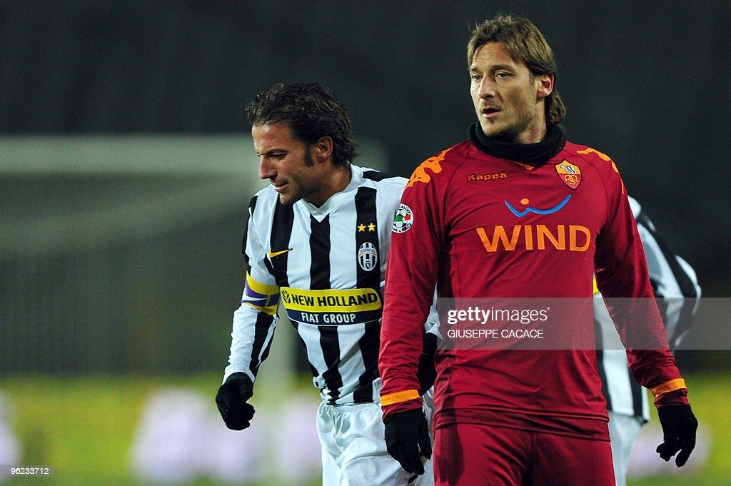 AS Roma's forward Francesco Totti (R) lo : News Photo