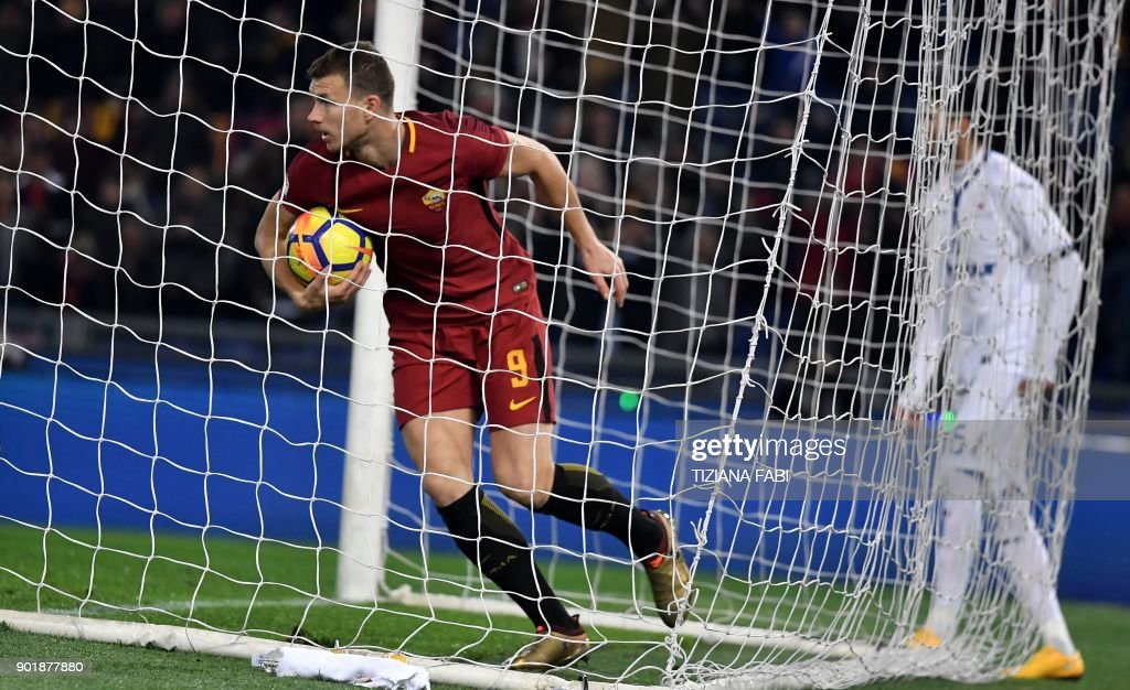 Roma's forward from Bosnia Edin Dzeko celebrates after scoring a goal during the Serie A football match between Roma and Atalanta at The Olympic stadium in Rome on January 6, 2018. /