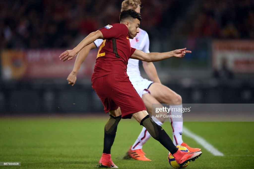 Roma's forward Stephan El Shaarawy (L) vies with Bologna's Swedish defender Filip Helander during the Italian Serie A football match Roma vs Bologna on October 28, 2017 at the Olympic Stadium in Rome. /