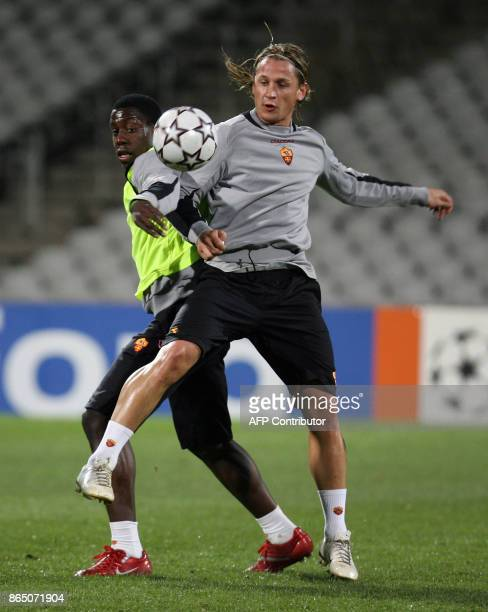 Roma's French defender Philippe Mexes vies with his Italian teammate Stefano Okaka Chuka during a training session 05 March 2007 at the Gerland...