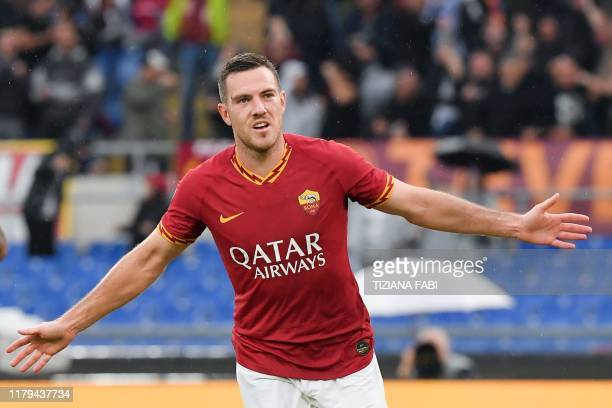 AS Roma's French midfielder Jordan Veretout celebrates after scoring a goal during the Italian Serie A football match between AS Roma and Napoli at...