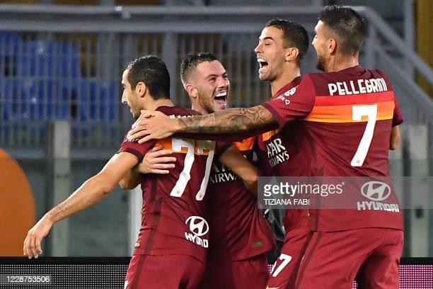 Roma's French midfielder Jordan Veretout celebrates with Roma's Armenian midfielder Henrikh Mkhitaryan, Roma's Italian defender Leonardo Spinazzola...