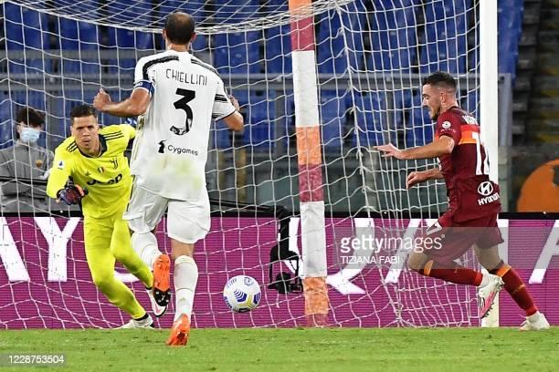 Roma's French midfielder Jordan Veretout prepares to shoot and score the 2-1 goal past Juventus' Polish goalkeeper Wojciech Szczesny during the...