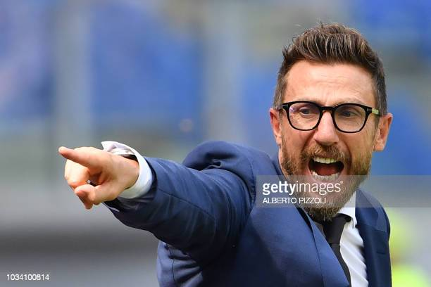 Roma's Italian coach Eusebio Di Francesco shouts instructions in the last minutes of the Italian Serie A football match AS Rome vs Chievo Verona on...