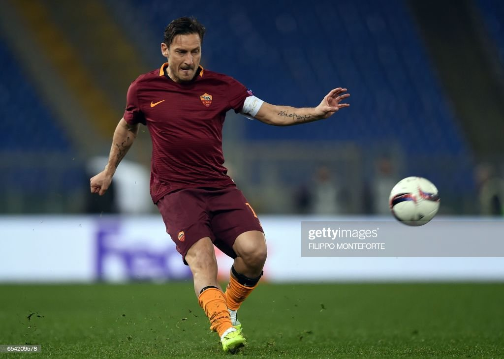Roma's Italian forward Francesco Totti runs with the ball during the qualifying UEFA Europa League match AS Roma versus Lyon at Rome's Olympic stadium, on March 16, 2017. /