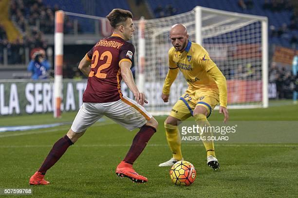 Roma's Italian forward Stephan El Shaarawy vies with Frosinone's Italian goalkeeper Mirko Pigliacelli during the Italian Serie A football match...