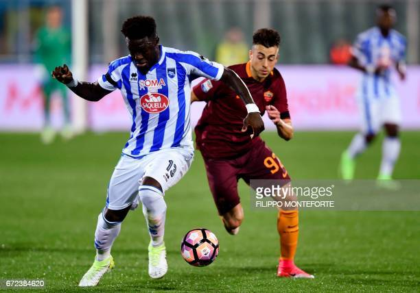 Roma's Italian forward Stephan El Shaarawy vies with Pescara Ghanaian midfielder Sulley Muntari during the Italian Serie A football match between...
