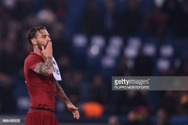 Roma's Italian midfielder Daniele De Rossi celebrates at the end of the UEFA Champions League Group C football match AS Roma vs FK Qarabag on...