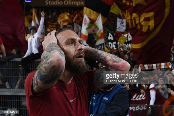TOPSHOT Roma's Italian midfielder Daniele De Rossi reacts at the end of the UEFA Champions League semifinal second leg football match between AS Roma...