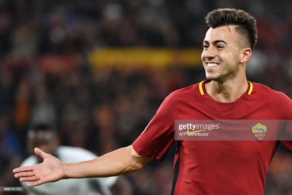 Roma's Italian striker Stephan El Shaarawy celebrates after scoring a second goal during the UEFA Champions League football match AS Roma vs Chelsea on October 31, 2017 at the Olympic Stadium in Rome. / AFP PHOTO / Alberto PIZZOLI