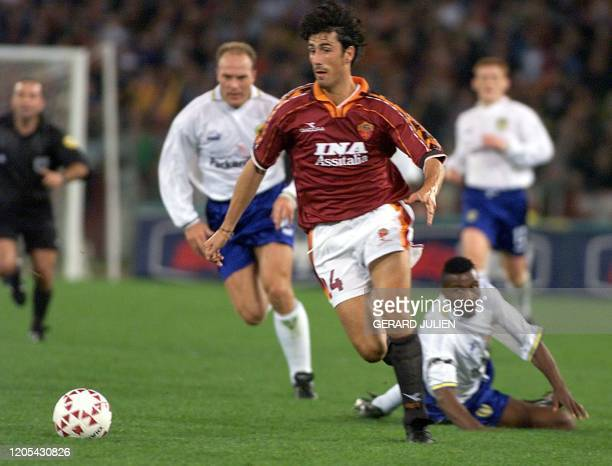 Roma's Marco Delvecchio 20 October tries to dribble past unidentified Leeds players during their second round first leg of UEFA Cup match at Rome's...