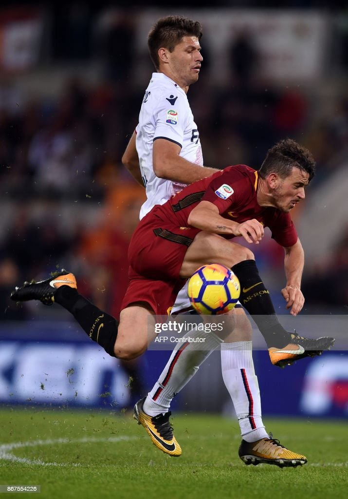 Roma's midfielder Alessandro Fiorenzi (R) vies with Bologna's Croatian forward Bruno Petkovic during the Italian Serie A football match Roma vs Bologna on October 28, 2017 at the Olympic Stadium in Rome. /