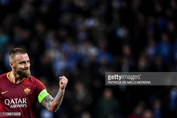Roma's midfielder Daniele De Rossi celebrates a goal during the UEFA Champions League round of 16 second leg football match between FC Porto and AS...