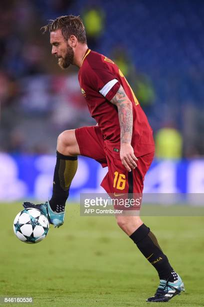 Roma's midfielder Daniele De Rossi controls the ball during the UEFA Champions League Group C football match between AS Roma and Atletico Madrid on...