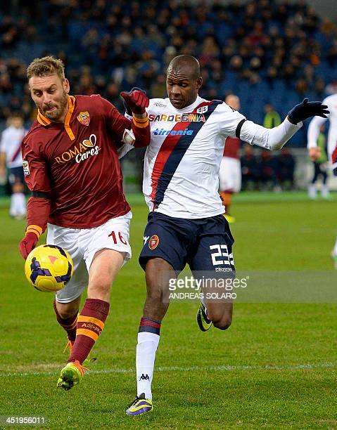 AS Roma's midfielder Daniele De Rossi fights for the ball against against Cagliari's Colombian forward Victor Ibarbo during the Italian Serie A...
