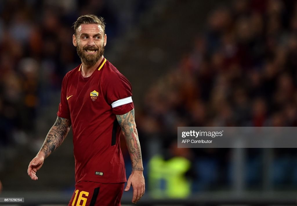 Roma's midfielder Daniele De Rossi reacts during the Italian Serie A football match Roma vs Bologna on October 28, 2017 at the Olympic Stadium in Rome. /