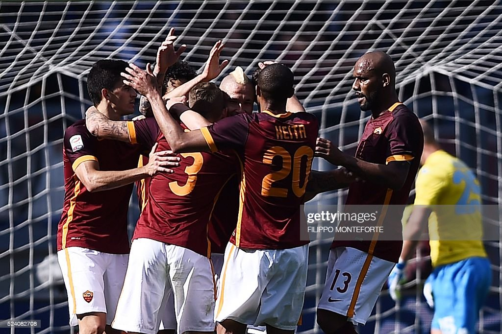 Roma's midfielder from Belgium Radja Nainggolan (C) celebrates with teammates after scoring during the Italian Serie A football match AS Roma vs Napoli on April 25, 2016 at the Olympic Stadium in Rome.
