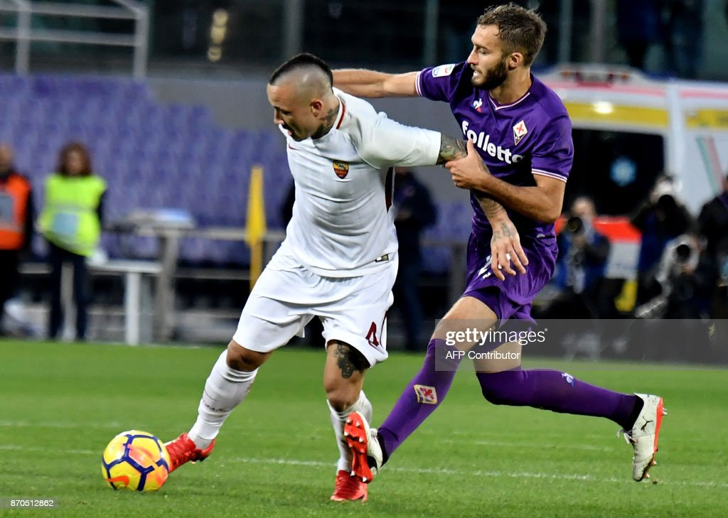 Roma's midfielder from Belgium Radja Nainggolan fights for the ball with Fiorentina's Argentinian defender German Pezzella during the Italian Serie A football match Fiorentina vs AS Roma at Artemio Franchi Stadium in Florence on November 5, 2017. /