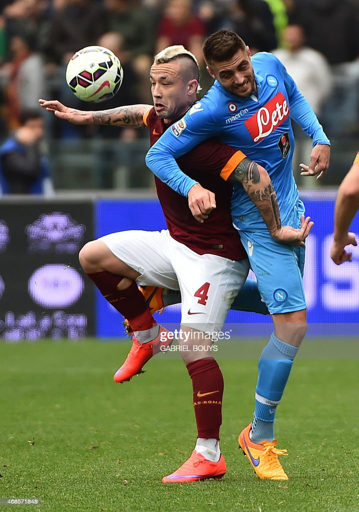 Roma's midfielder from Belgium Radja Nianggolan (L) vies with Napoli's midfielder from Spain David Lopez during the Italian Serie A football match between AS Roma and Napoli on April 4, 2015 at the Olympic stadium in Rome. AFP PHOTO / GABRIEL BOUYS / AFP PHOTO / Gabriel BOUYS