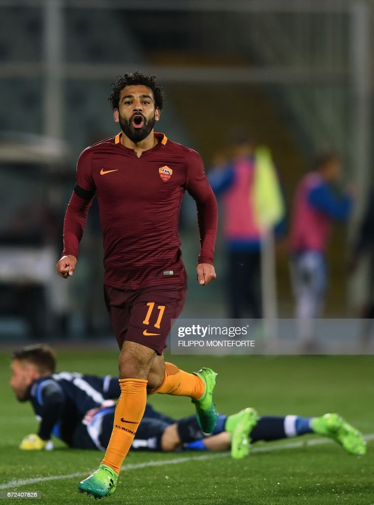 Roma's midfielder from Egypt Mohamed Salah celebrates after scoring a goal during the Italian Serie A football match between Pascara and Roma on April 24, 2017 at the Adriatico Stadium in Pescara. MONTEFORTE